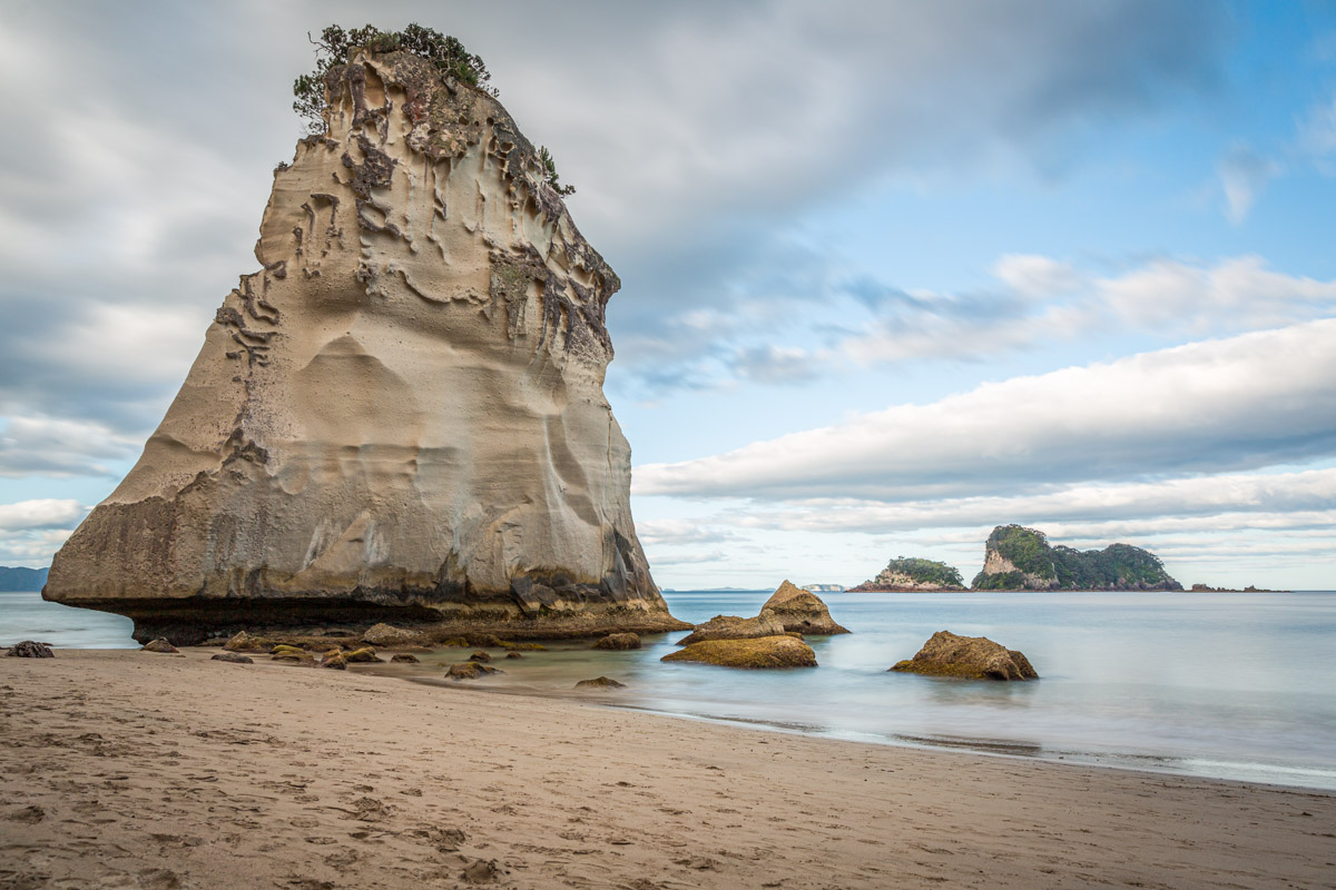 Cathedral Cove, Cathedral Beach, Coromandel Peninsula, North Island, New Zealand.