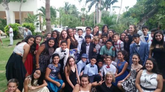 6th grade dinner group photo