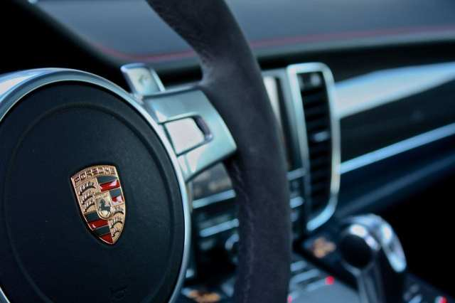 steering wheel logo