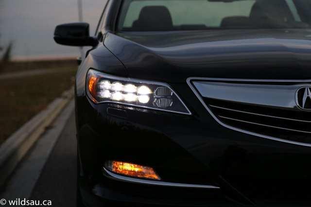 headlight on detail_