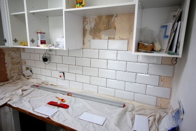 My Kitchen Renovation – Part 4 – Tiling The Walls