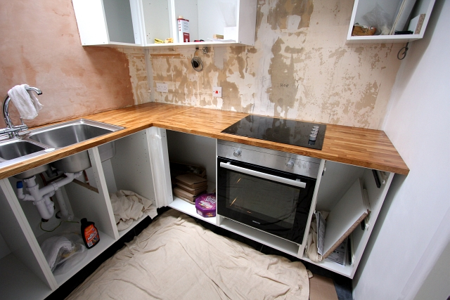My Kitchen Renovation – Part 3 – Fitting The Units