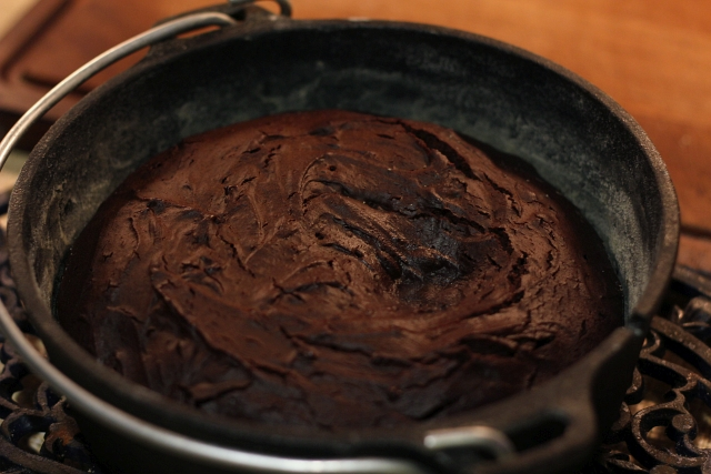 dutch-oven-brownie-cake-petromax