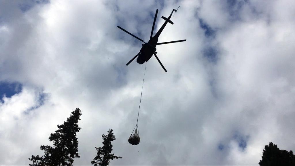 Zamkovskeho chata hut helicopter