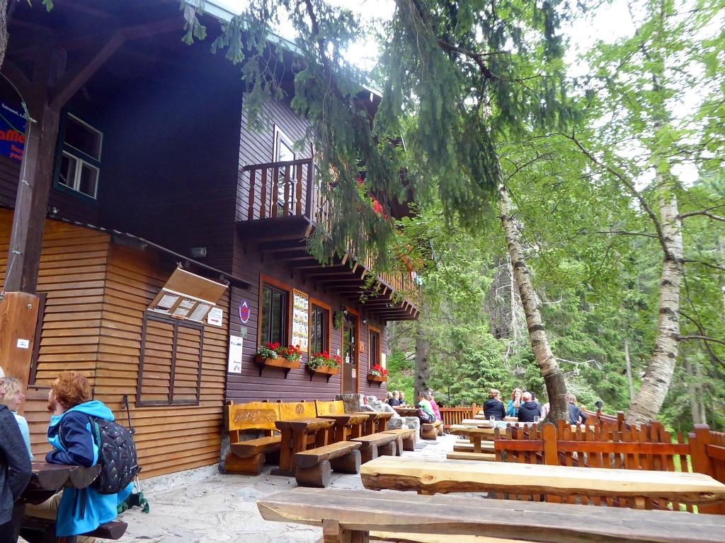 Zamkovskeho chata hut seating