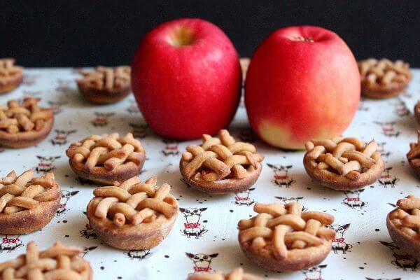 Apple Pup Pies | wildwildwhisk.com