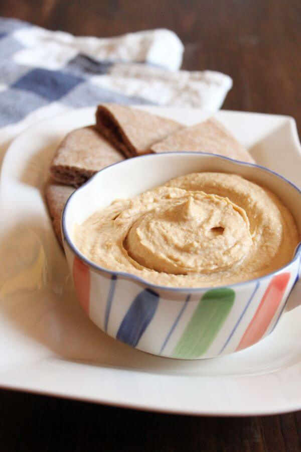 Spicy Garlicky Hummus | wildwildwhisk.com