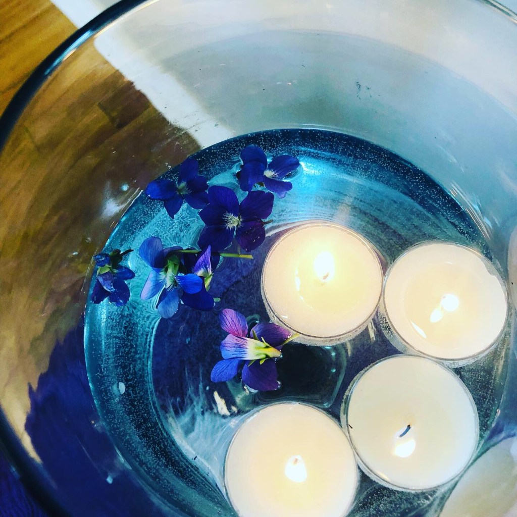 Violets on altar for Taurus' new moon 5/19