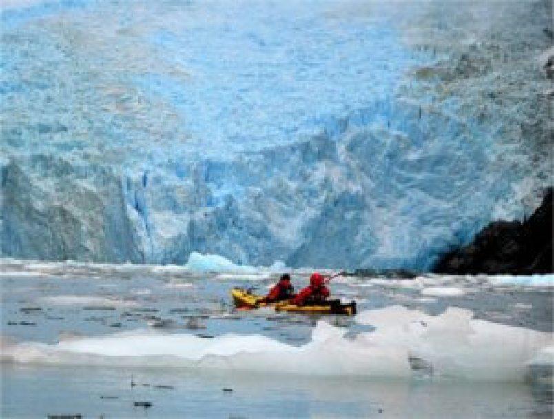 kayak-grey-glacier