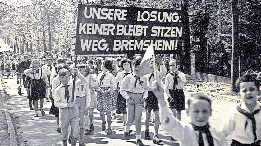 1952-aufmarsch-potsdamer-strasse