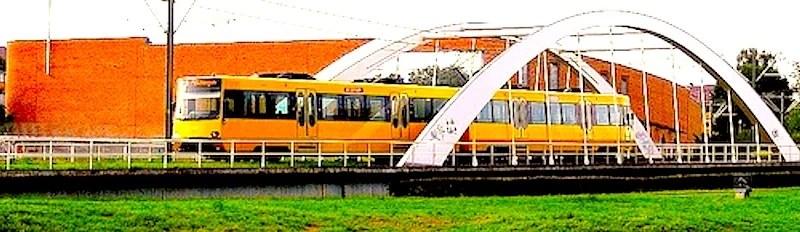 Stadtbahn im Scharnhauser Park