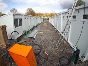 Flüchtlingscamp Geschwister-Scholl-Gymnasium Stuttgart Sillenbuch Containeraufstellung 14.4.2016