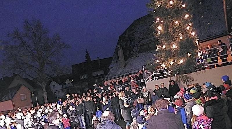 Benefiz-Adventsliedersingen unterm Christbaum