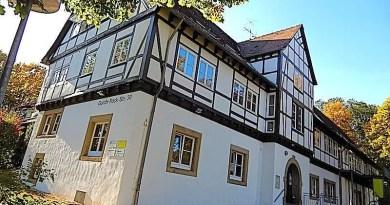Blick von der Gorch-Fock-Straße auf das Jugendhaus Sillenbuch