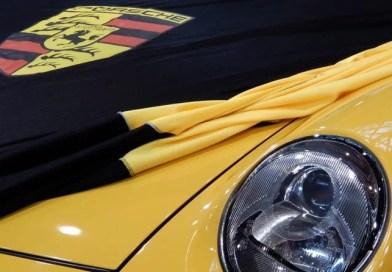 Porsche gestreift und getürmt – Suche nach Smart