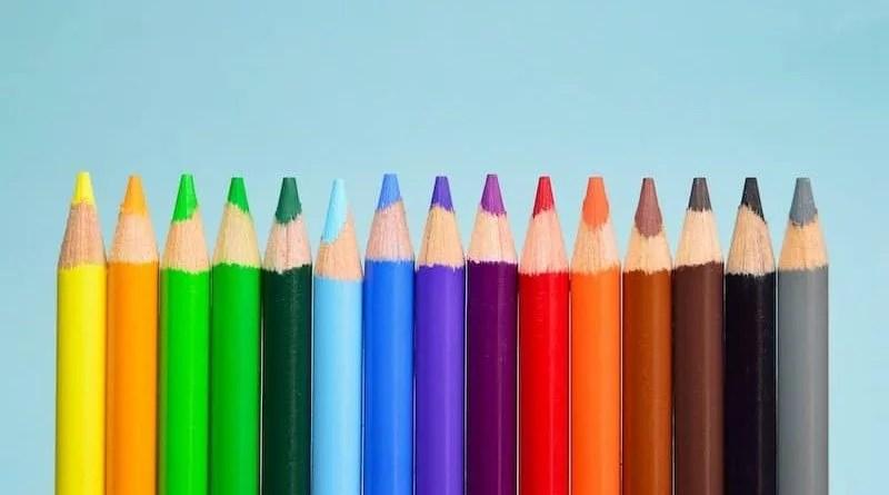Reihe mit elf Buntstiftspitzen