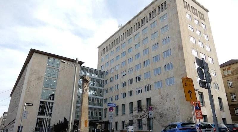 Eingangsseite des Landgerichts Stuttgart