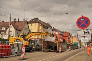 Bagger auf der Gleisbaustelle in Wangen
