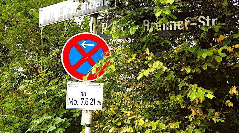 Straßenschilder Am Eichenhain und Rudolf-Brenner-Straße mit Halteverbot ab 7.6.2021