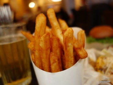 Grillshack - Fries, very crispy with a lightly spiced coating