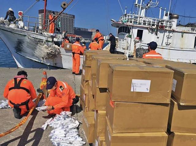漁船滿載7.1萬個N95口罩差點被運往境外 海巡署:「最令人生氣的走私!」