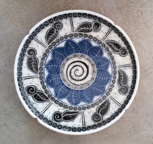 Porcelain platter with blue and black underglaze sgraffito