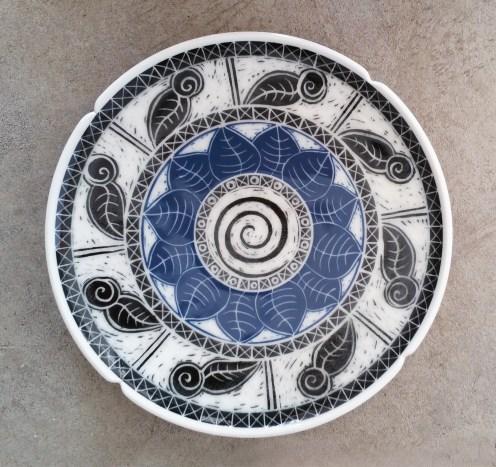 Porcelain platter with blue and black underglaze sgraffito