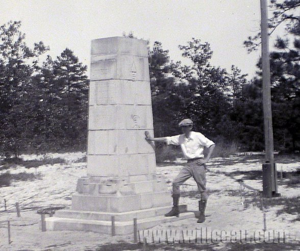 posing-w-pedestal-2-det