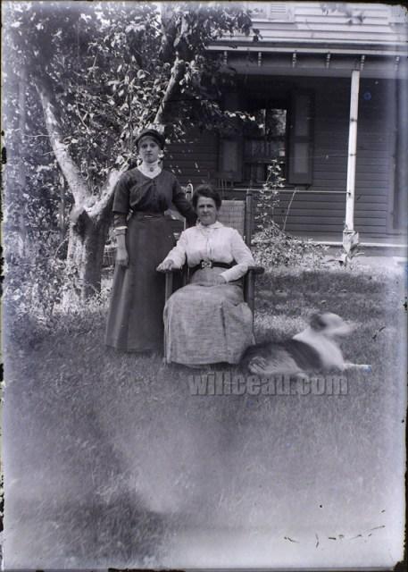 2-Ladies-in-the-Yard