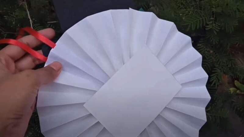 наклейка из бумаги