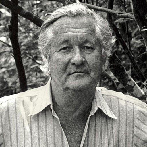 Photo of author William Styron facing the camera