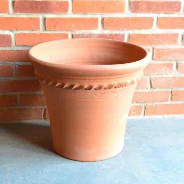 single pastry flowerpot