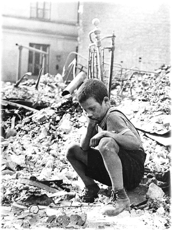 polish_kid_in_the_ruins_of_warsaw_september_19391