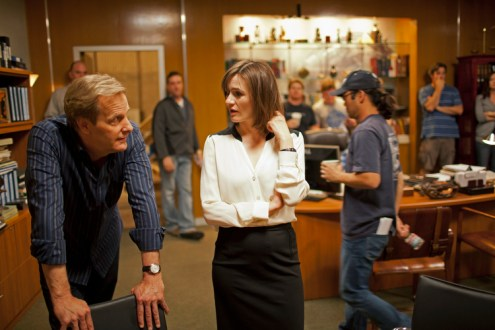 Jeff Daniels and Emily Mortimer behind the scenes on the set of NEWSROOM.