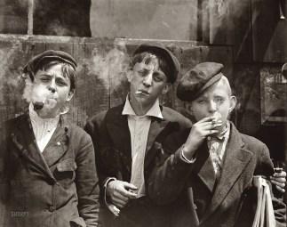 Newsies at Skeeter's Branch, Jefferson near Franklin, St. Louis, 1910 (Lewis Hine)