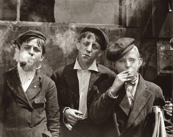 Newsies at Skeeter's Branch, Jefferson near Franklin, St. Louis, 1910 (Lewis Hine)