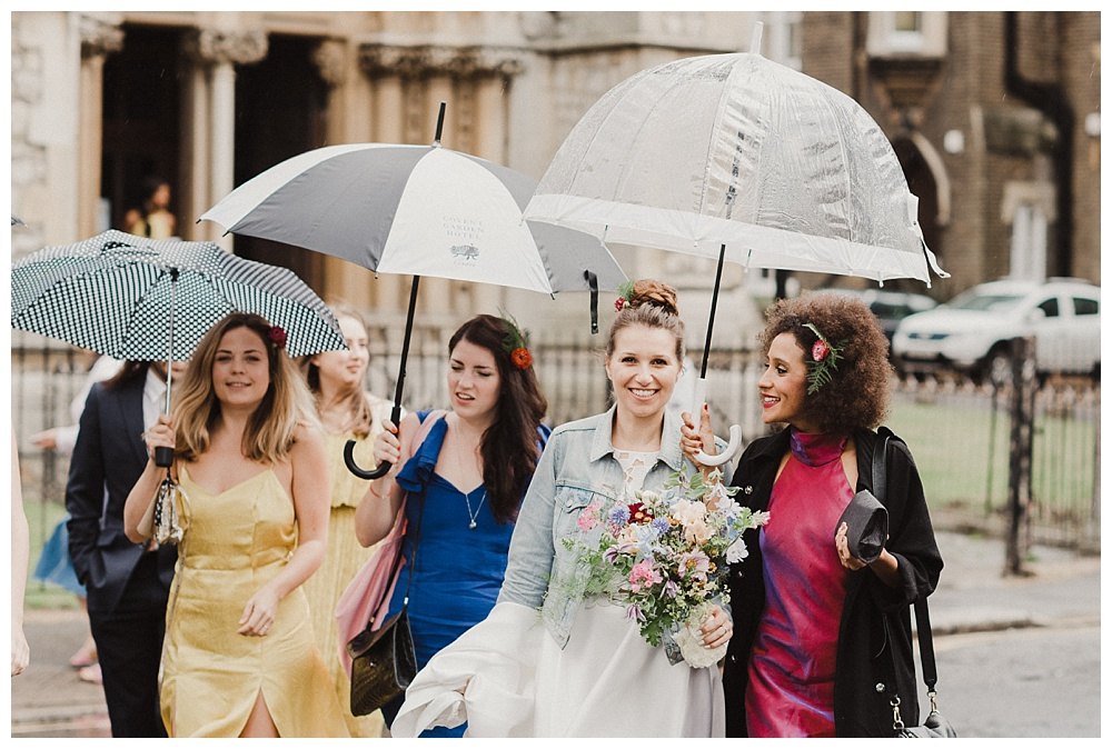Bride arrives to her wedding at clissold house in stoke newington