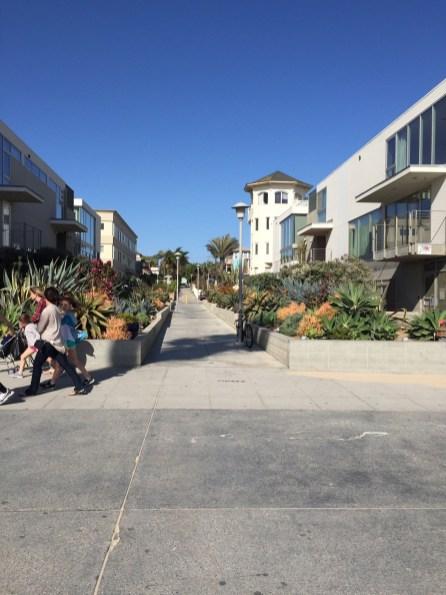 Fußweg vom Boardwalk zum Haus hoch