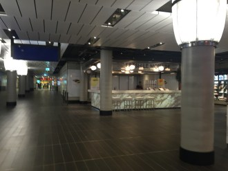 Einkaufsmeile im Bahnhof