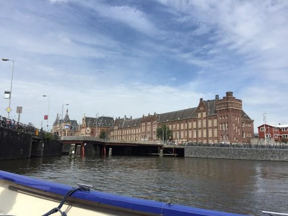 Amsterdam Centraal vom Wasser aus