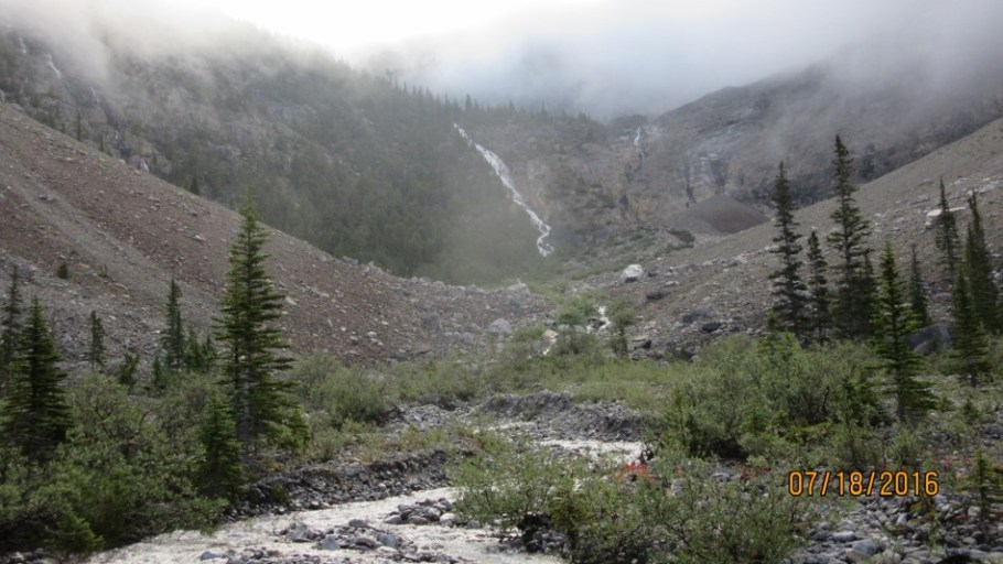 First view of the Headwall trail between the two waterfalls