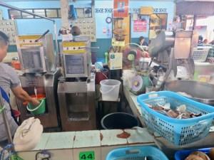 Coconut milk and cream vendor