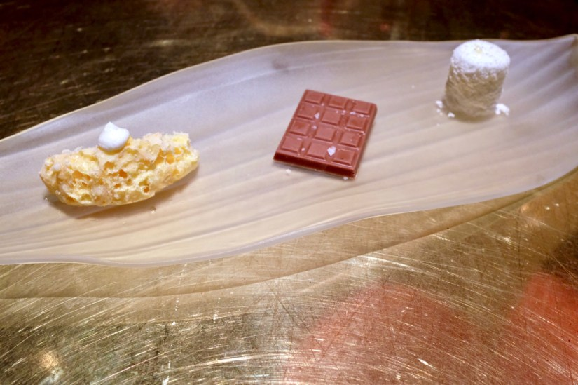 é by José Andrés - Frozen creamsicle, salted saffron chocolate, gin and tonic marshmallow