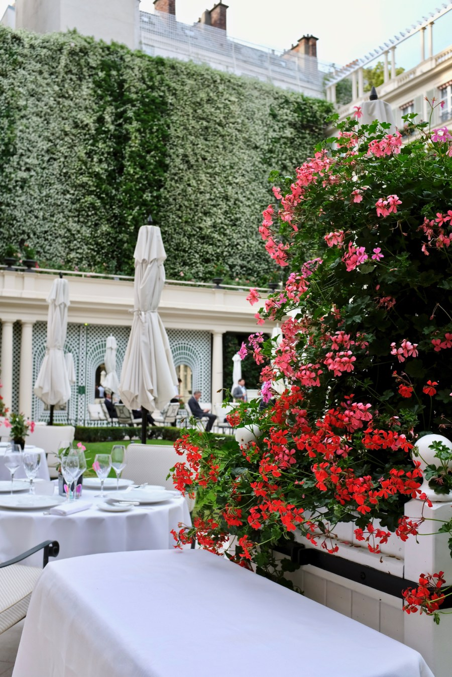Epicure - Lovely Outdoor Dining in the Garden