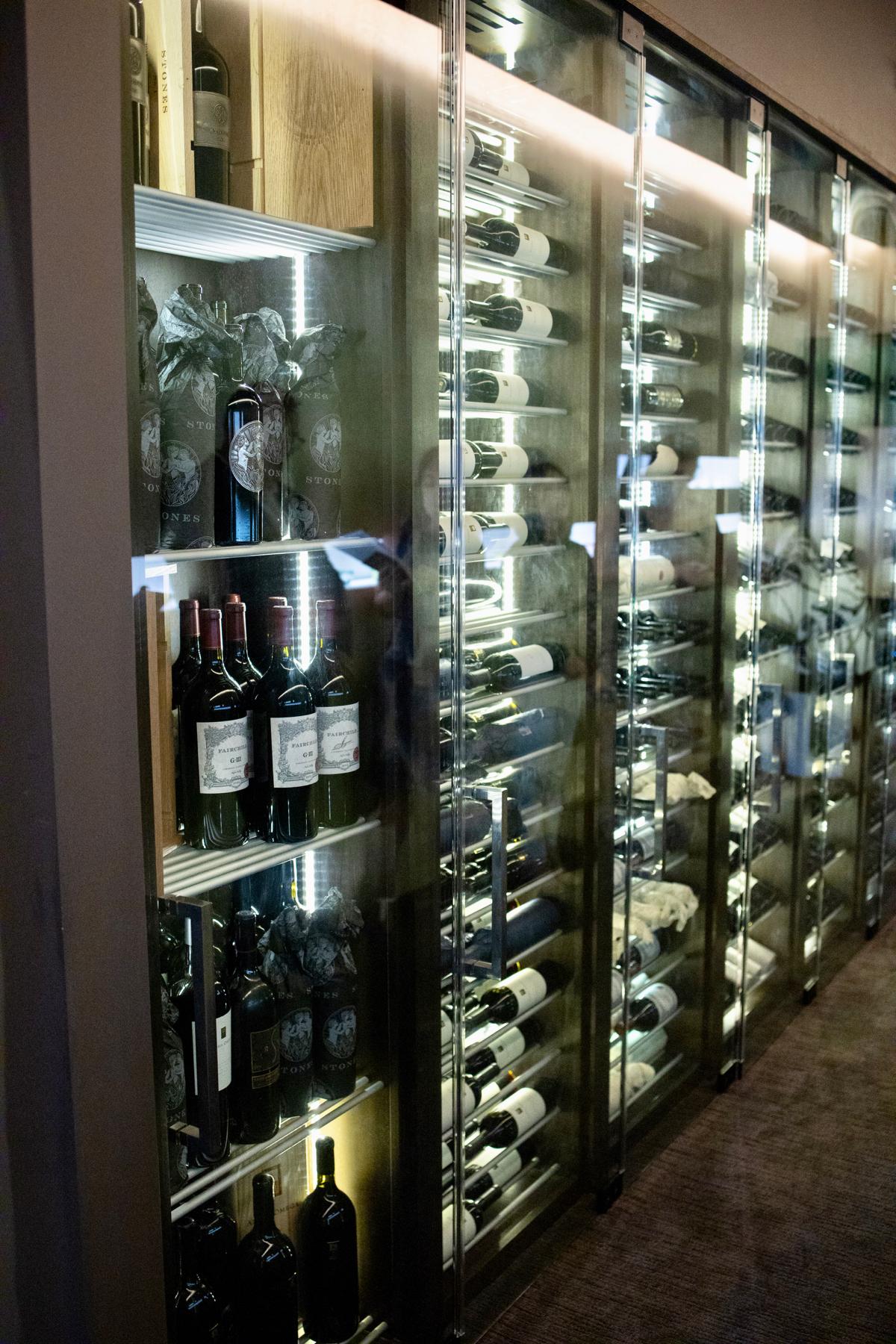 Hiroshi - Wine and sake wall