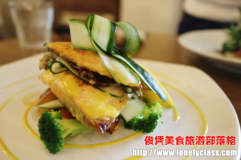 Baked Honey Mustard Salmon RM32 - 这儿有两片三文鱼哦!