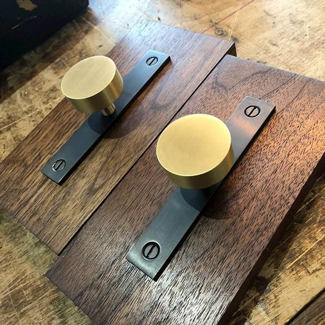 mod knob with satin brass and dark matte black