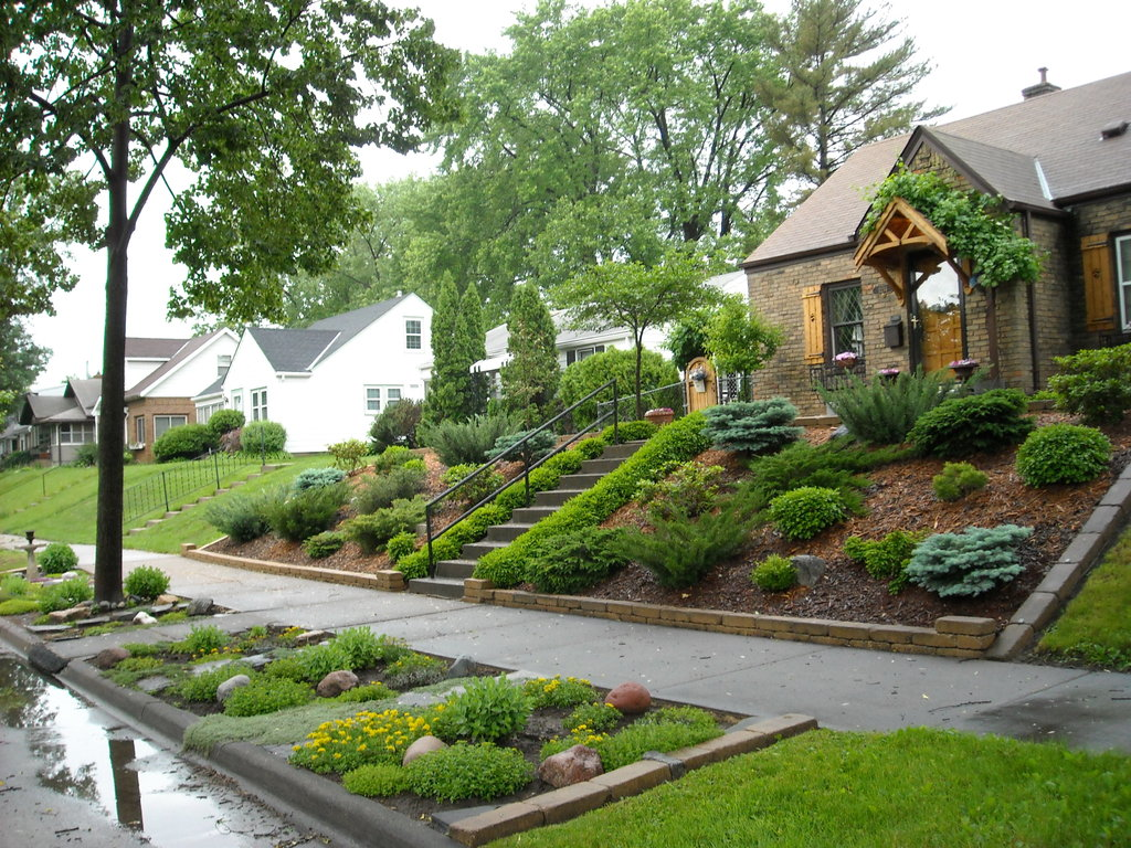 Great landscaping ideas for the front yard - Wilson Rose ... on Uphill Backyard Ideas  id=77177