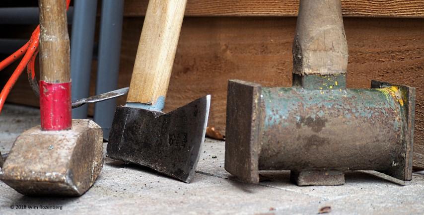 gereedschap: hamers, bijl