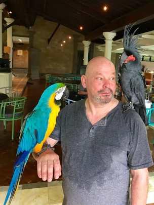 Der Kakadu stupste mich kurz an - wollte mir wohl sagen, dass er auch da ist. War ansonsten der stille Typ.